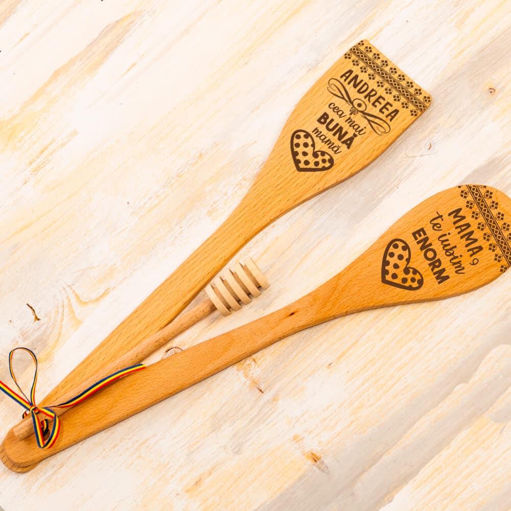 cadouri personalizate linguri de lemn gravate