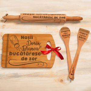 set bucatarie personalizat tocator sucitor linguri lemn nasi