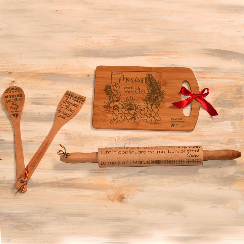 set bucatarie personalizat tocator sucitor linguri lemn