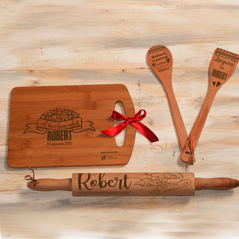 set bucatarie lemn personalizat spatula lingura sucitor tocator sot iubit