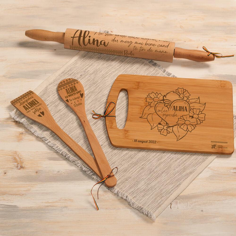 set bucatarie lemn personalizat spatula lingura sucitor tocator sotie iubita