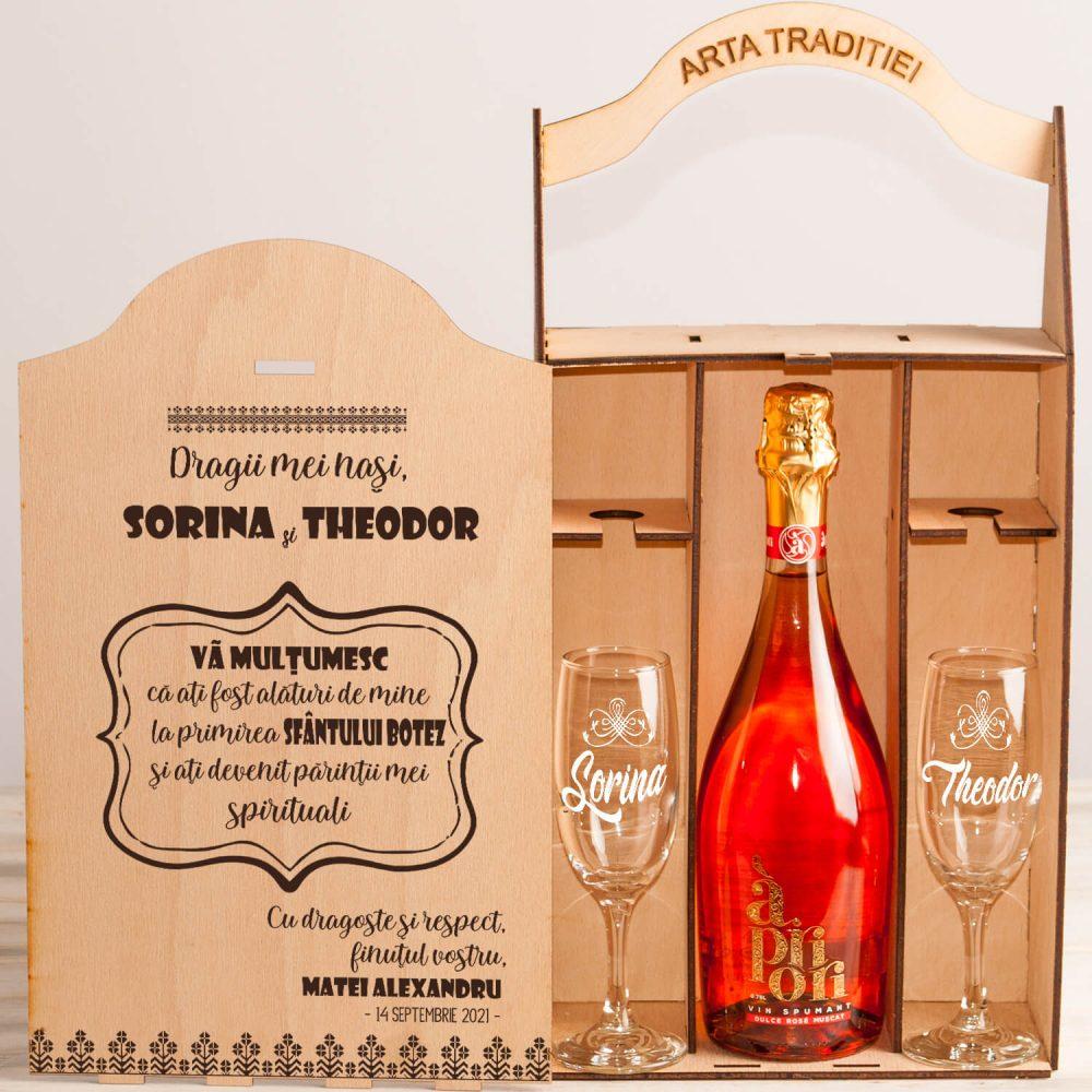 cadou nasi botez cutie personalizata vin si pahare