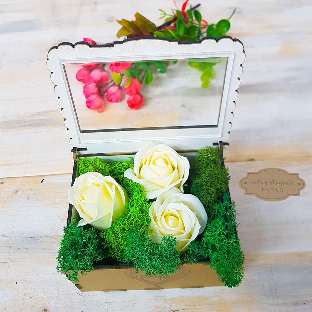 cutie cadou sotie sau iubita aranjament trandafir criogenat arta traditiei